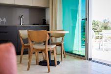 Apartment in Estombar - Premium Villa Suite - The Vines